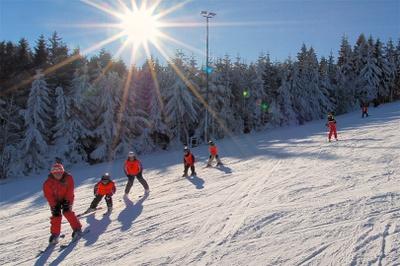 Skischule und Skiverleih